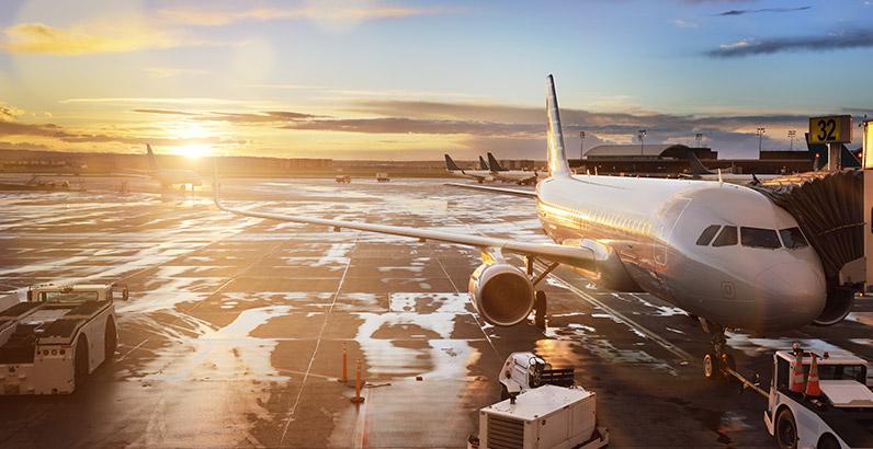 samolot nalotnisku